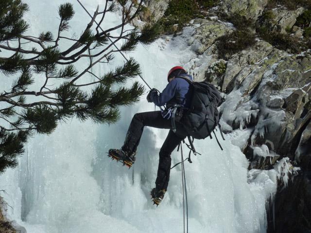 Escalada en hielo en los Pirineos - Salidas guiadas - Guías de montaña