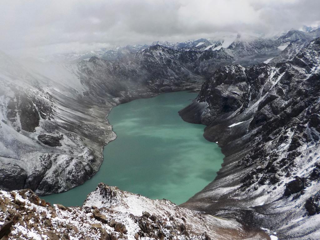 Kyrgyzstan-Cordillera Terskey Ala-Too: Vlksm Pic (4092m)