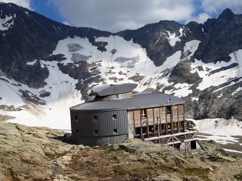Chamonix:Petit Aiguille Verte-Domes de Miage-Arista de Cosmicos