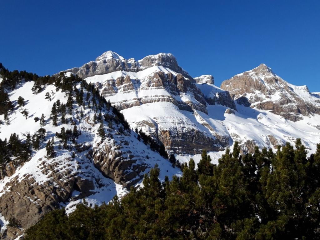 Valle de Aragon: Corredor NO del Pico del Aguila (270m,D)