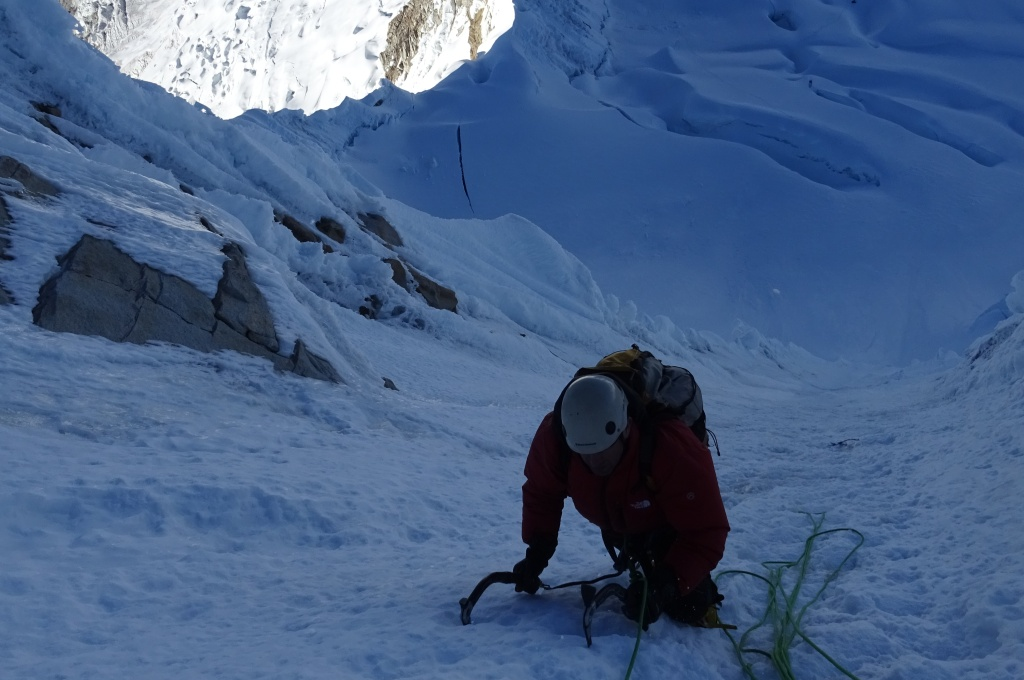 Nevado Alpamayo (5947 m)-Andes del Peru-Cordillera Blanca