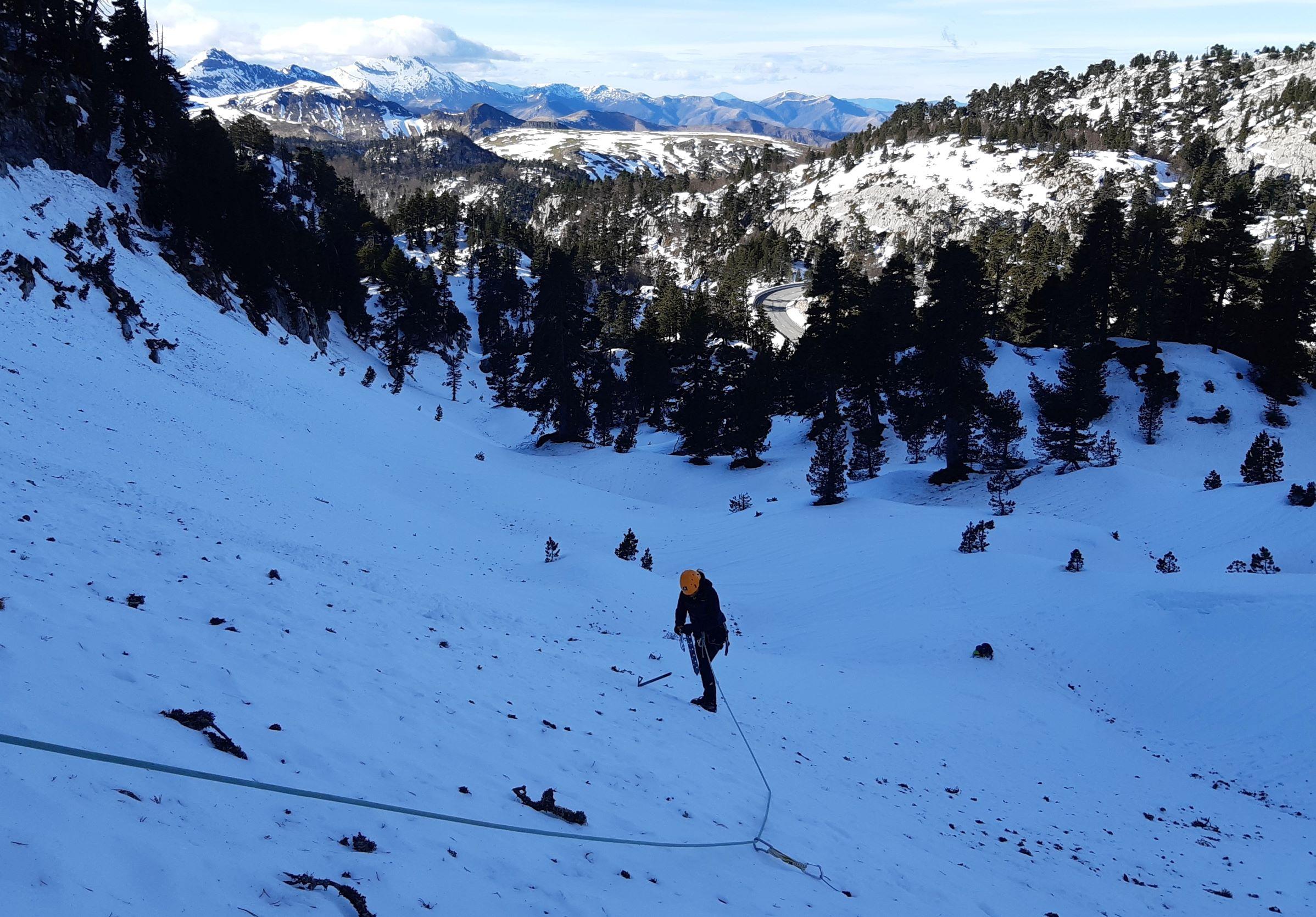 Curso de iniciacion al alpinismo en Belagua-Pirineo Navarro